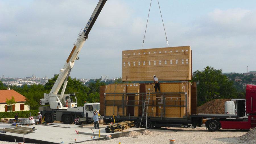 Chantier d 39 une construction cologique en bois ecop habitat for Assurance chantier construction maison