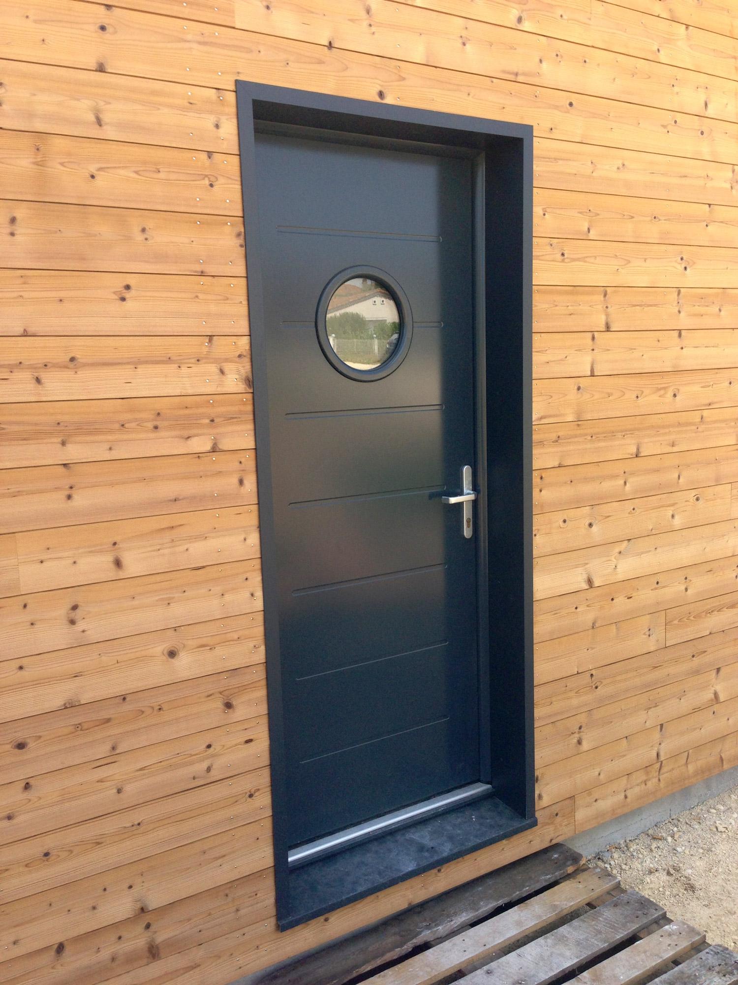 Construction maison bois cologique derniers chantiers for Porte de maison en bois